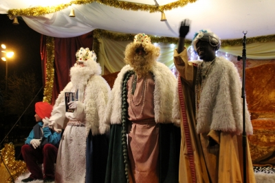Els Reis d'Orient, saludant al poble