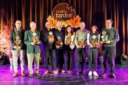 Fotografia de família dels guanyadors dels Premis Tardor 2019